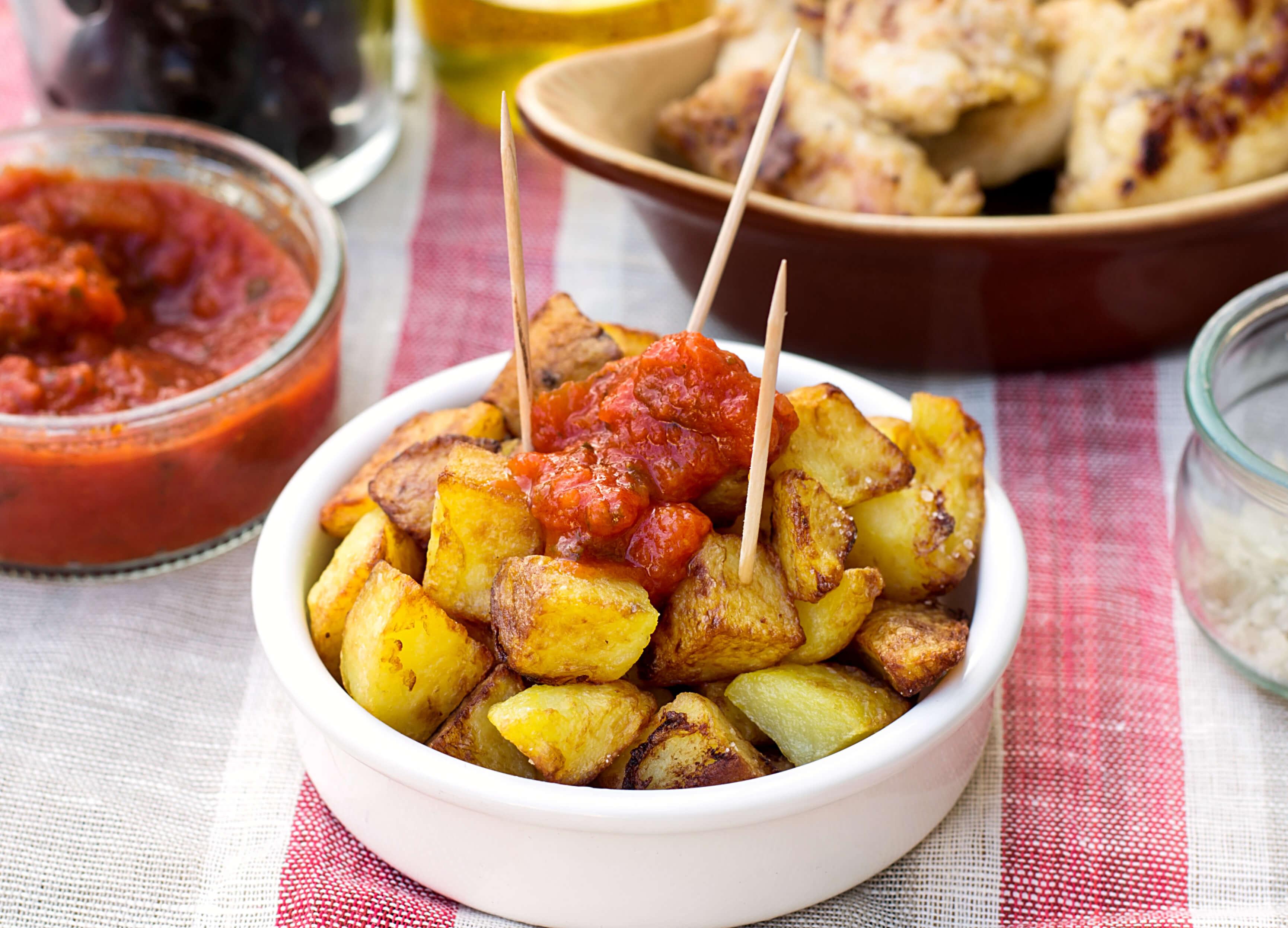 madrid-tapas-patatas-bravas_343251023