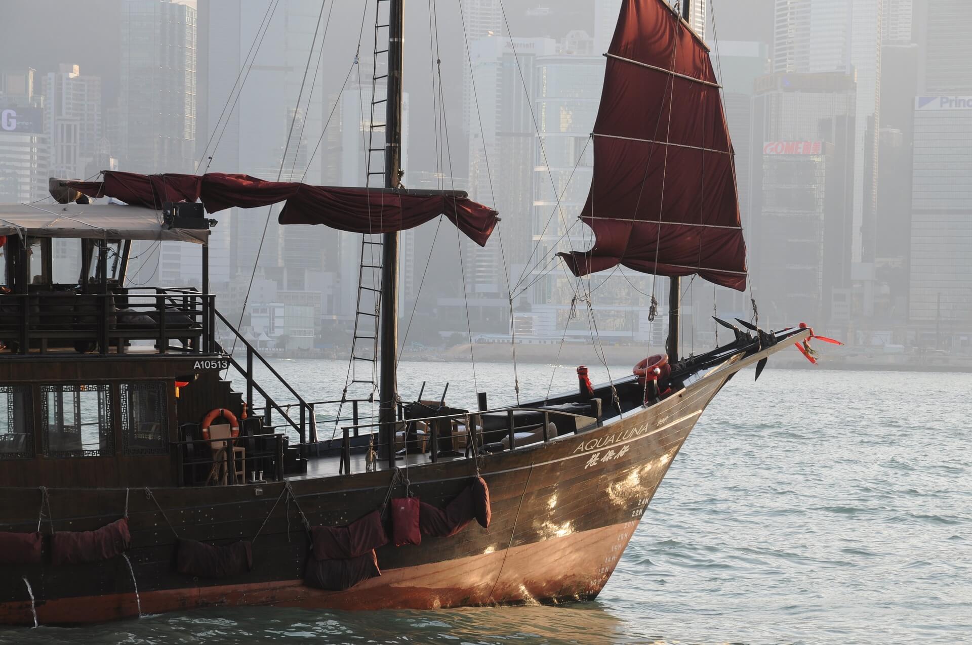 hong-kong-junk-boat-2644630_1920